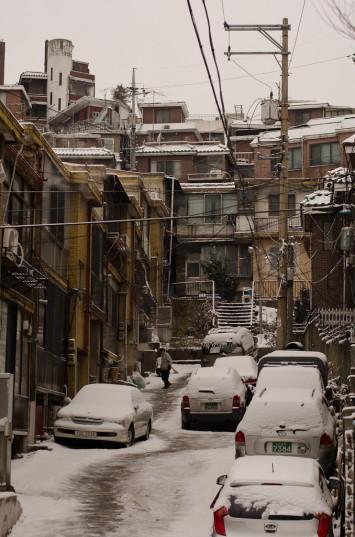 The snowy hillside Hannam-dong in Seoul, South Korea (2013, P.M. Lydon)