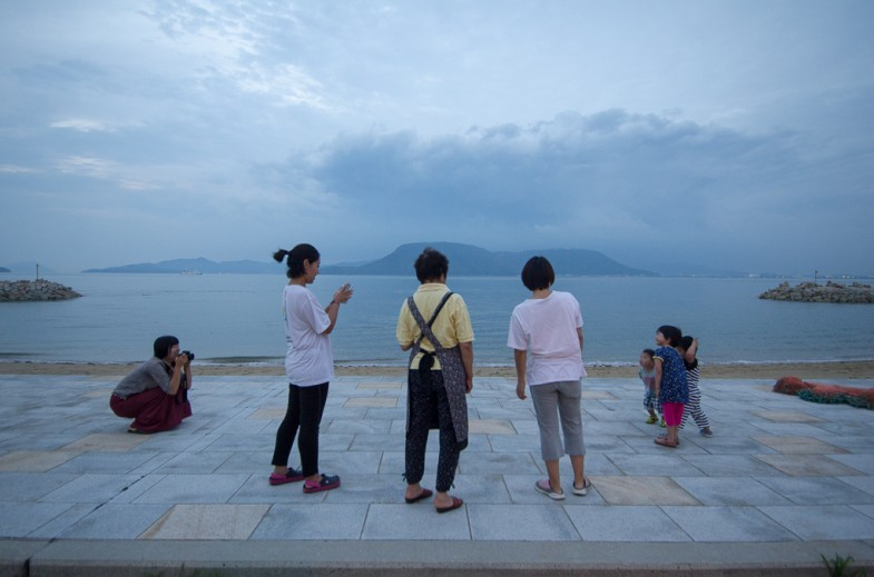 Suhee and Songe doing a photo session with the Megijima kids